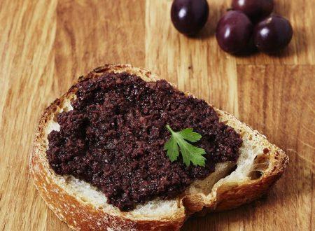 Patè di olive, per dare un tocco di sapore e per aromatizzare un piatto di verdure, pasta o pesce.